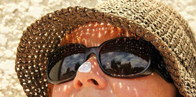 Le but de la lotion après-soleil est de protéger la peau contre les brûlures graves une fois qu'elle a été exposée au soleil.